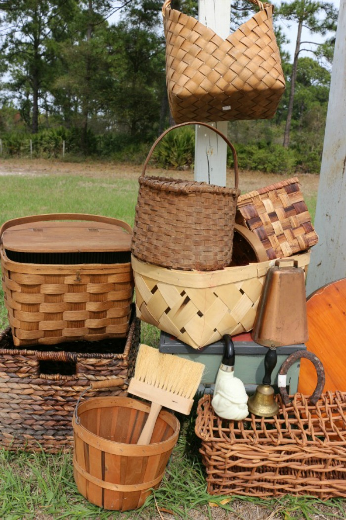 Decorating-with-Baskets-for-Fall-The-Crowned-Goat-1 15 Ways to Decorate with Baskets for Fall Decorating DIY Fall