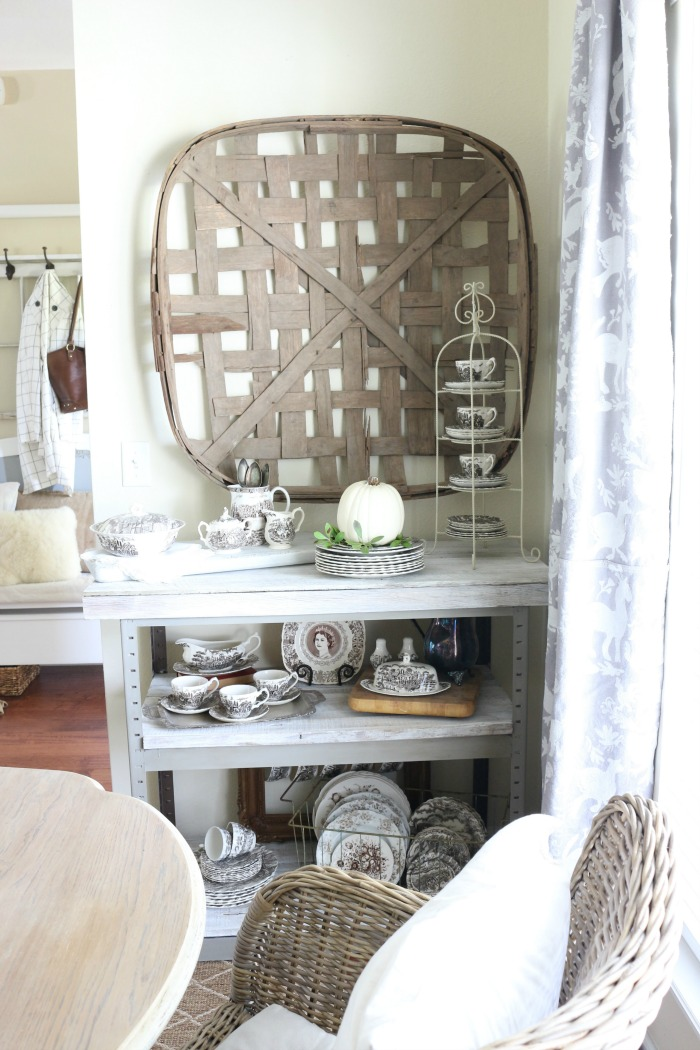 Decorating-with-Baskets-for-Fall-The-Crowned-Goat-3 15 Ways to Decorate with Baskets for Fall Decorating DIY Fall