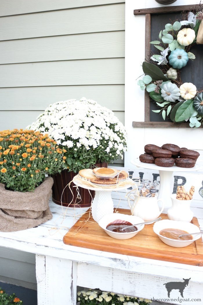 Easy-Outdoor-Fall-Dessert-Bar-The-Crowned-Goat-3 Fall Inspired Outdoor Dessert Buffet Fall
