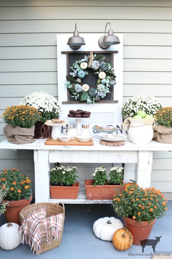 Fall-Inspired-Outdoor-Tablescape-The-Crowned-Goat-12 Fall Inspired Outdoor Tablescape Decorating DIY Fall