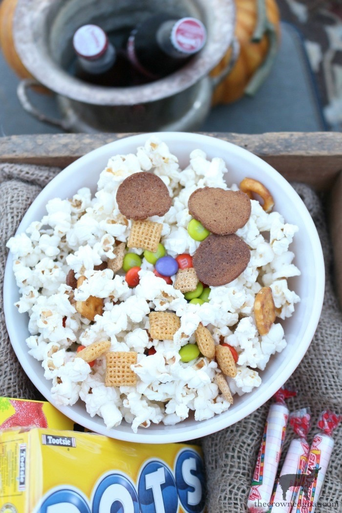 Fall-Outdoor-Movie-Night-The-Crowned-Goat-10 Outdoor Movie Night & Fall Popcorn Recipe DIY Fall