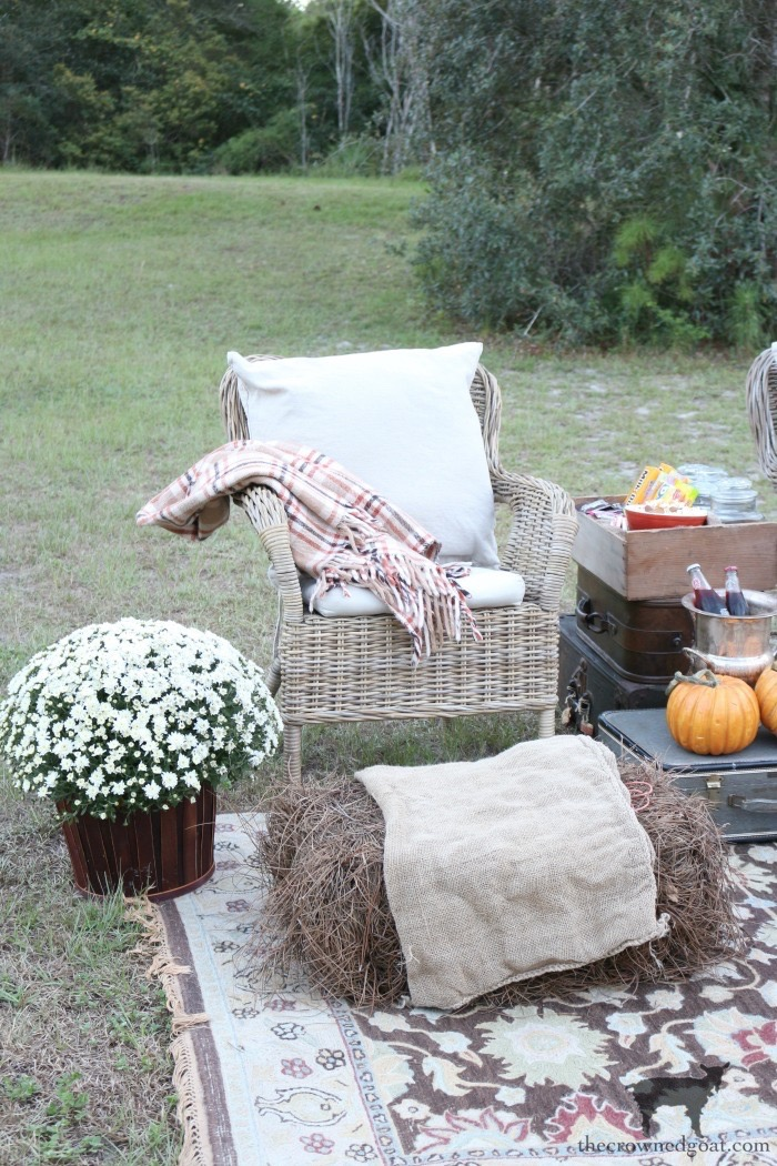 Fall-Outdoor-Movie-Night-The-Crowned-Goat-2 Outdoor Movie Night & Fall Popcorn Recipe DIY Fall