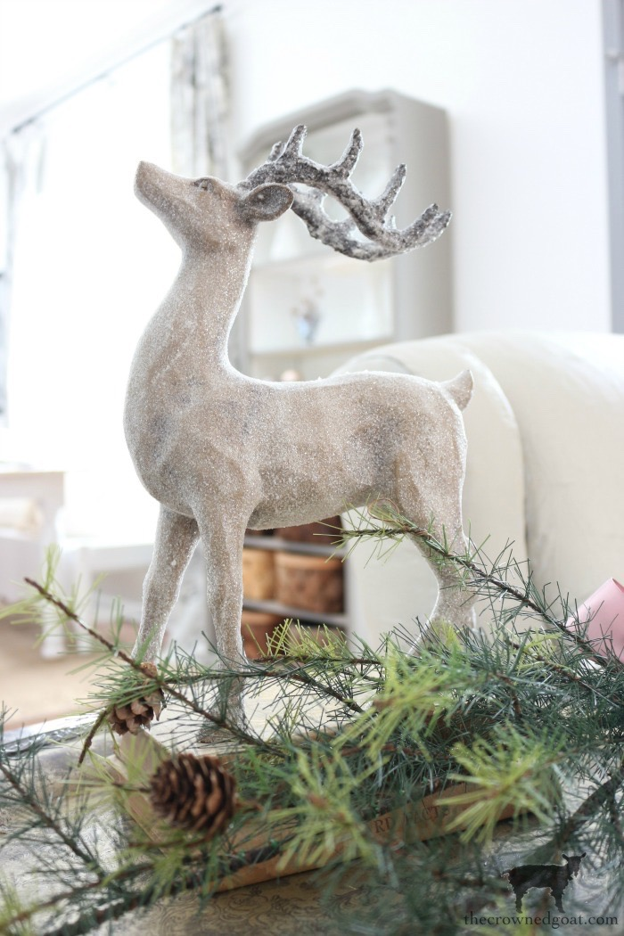 Christmas-Living-Room-Decorating-Ideas-The-Crowned-Goat-14 Christmas Inspired Living Room Christmas Holidays