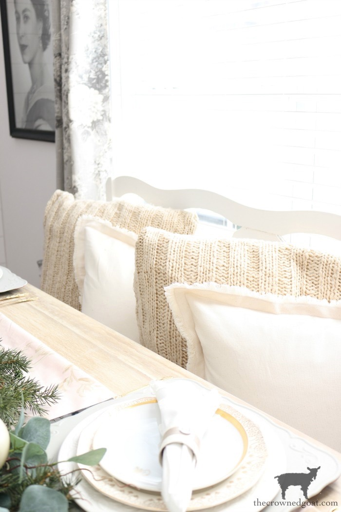 Christmas-Tablescape-Tips-The-Crowned-Goat-1 5 Christmas Tablescape Tips for the Breakfast Nook Christmas Holidays