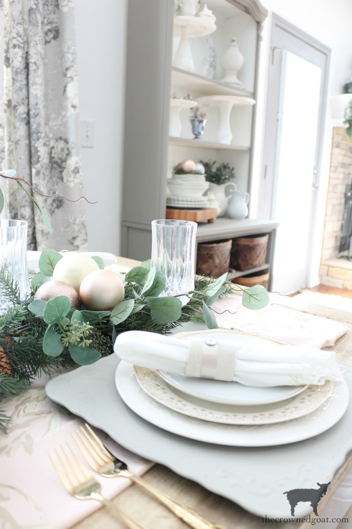 Christmas-Tablescape-Tips-The-Crowned-Goat-11 5 Christmas Tablescape Tips for the Breakfast Nook Christmas Holidays
