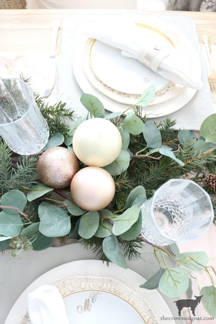 Christmas-Tablescape-Tips-The-Crowned-Goat-2 5 Christmas Tablescape Tips for the Breakfast Nook Christmas Holidays