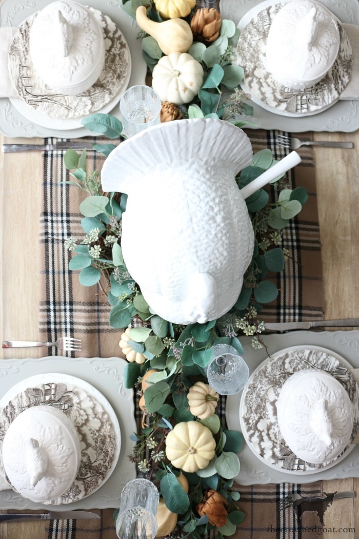 Simple-Thanksgiving-Tablescape-Ideas-The-Crowned-Goat-4 Simple Thanksgiving Tablescape Ideas Decorating Thanksgiving