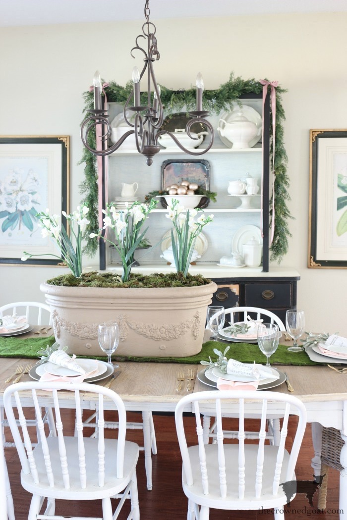 Christmas-Dining-Room-Decorating-Ideas-The-Crowned-Goat-1 Christmas Inspired Dining Room Christmas Decorating Holidays