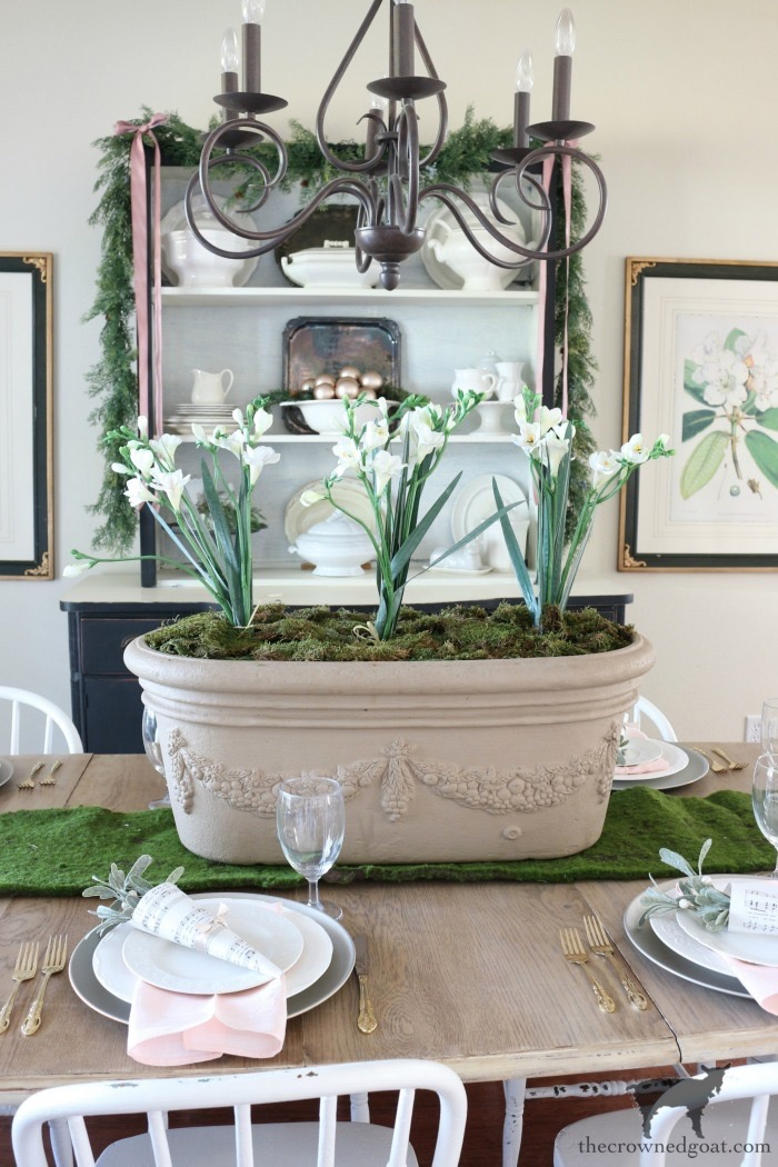 Christmas-Dining-Room-Decorating-Ideas-The-Crowned-Goat-3 Christmas Inspired Dining Room Christmas Decorating Holidays