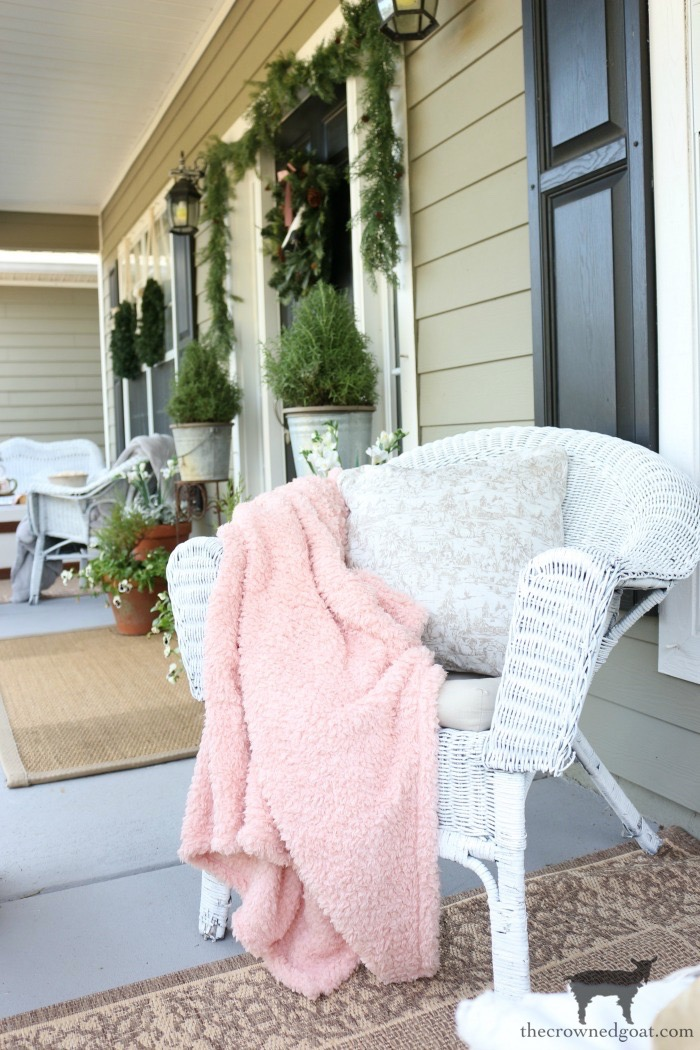 Christmas-Front-Porch-Decorating-Ideas-The-Crowned-Goat-12 Christmas on the Front Porch Christmas Holidays