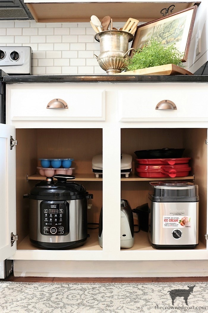 How-to-Create-Work-Zones-in-the-Kitchen-The-Crowned-Goat-9 How to Organize Your Kitchen into Work-Friendly Zones DIY Organization