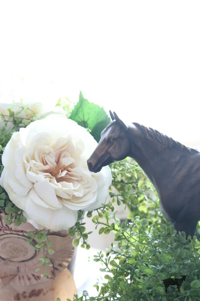 Kentucky-Derby-Tablescape-The-Crowned-Goat-1 Kentucky Derby Tablescape Decorating DIY