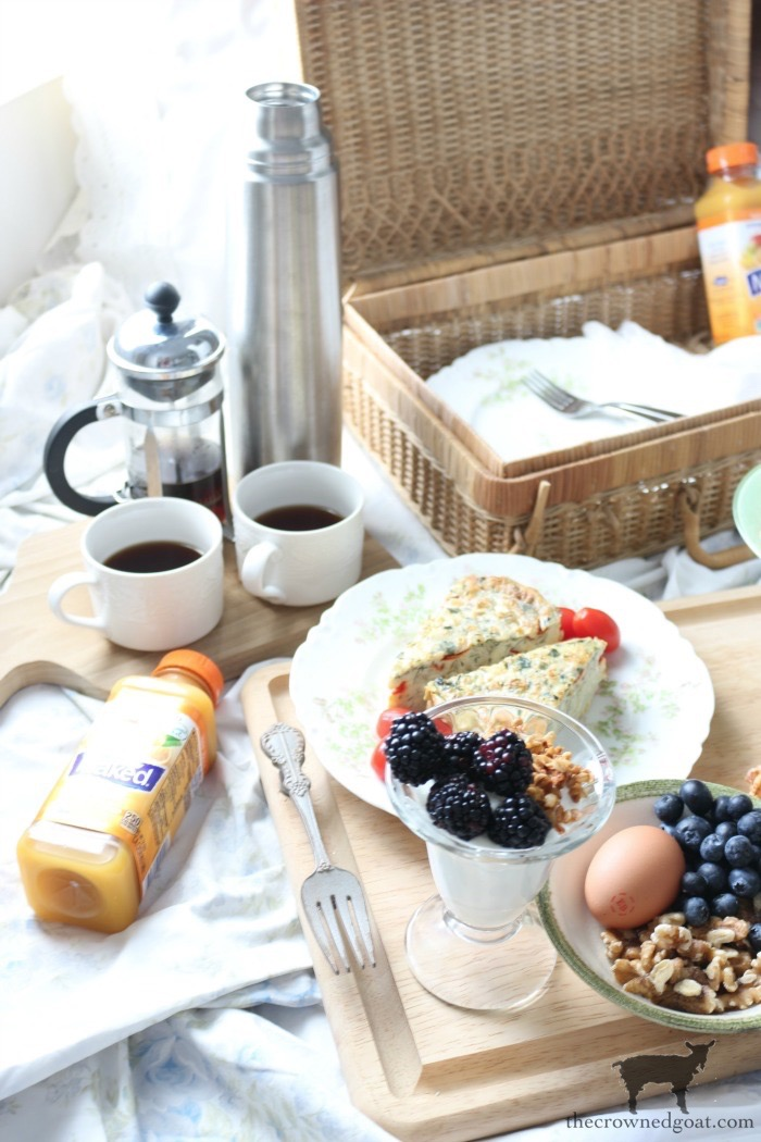 How-to-Create-a-Breakfast-in-Bed-Picnic-Basket-13 Breakfast in Bed Picnic for Mother's Day DIY Holidays Spring