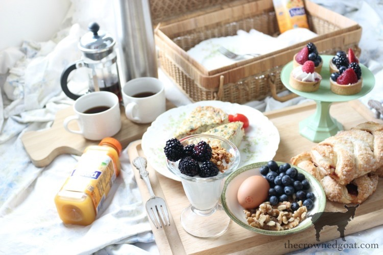 How-to-Create-a-Breakfast-in-Bed-Picnic-Basket-15 Breakfast in Bed Picnic for Mother's Day DIY Holidays Spring