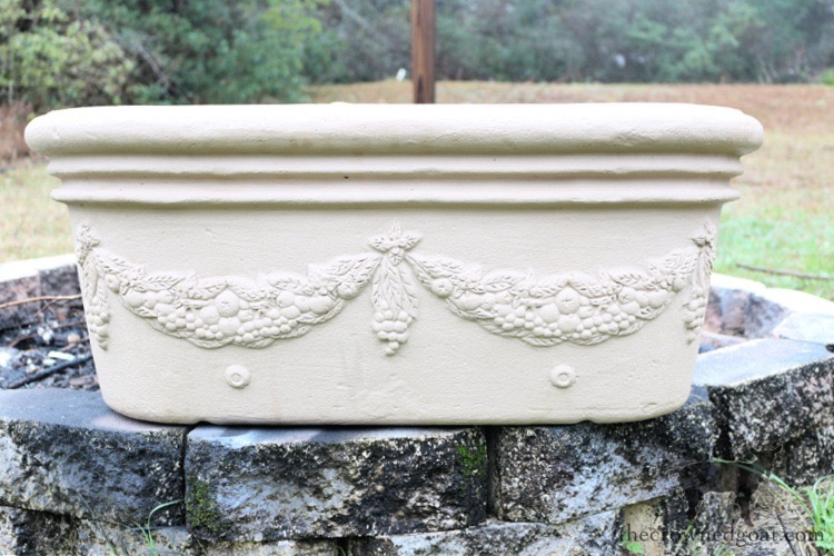 French-Country-Painted-Planter-The-Crowned-Goat-3 French Country Painted Planter Crafts Decorating DIY Painted Furniture