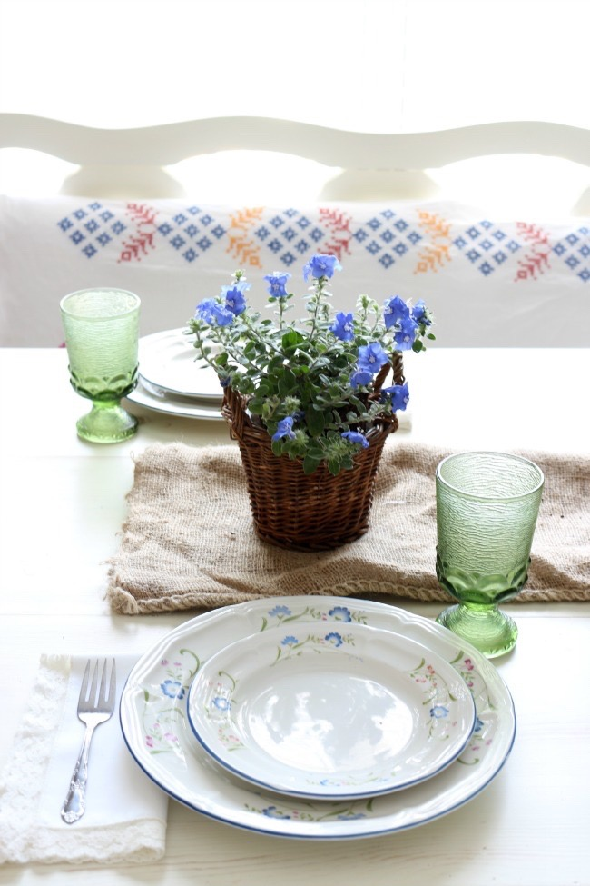 Easy Summer Tablescape