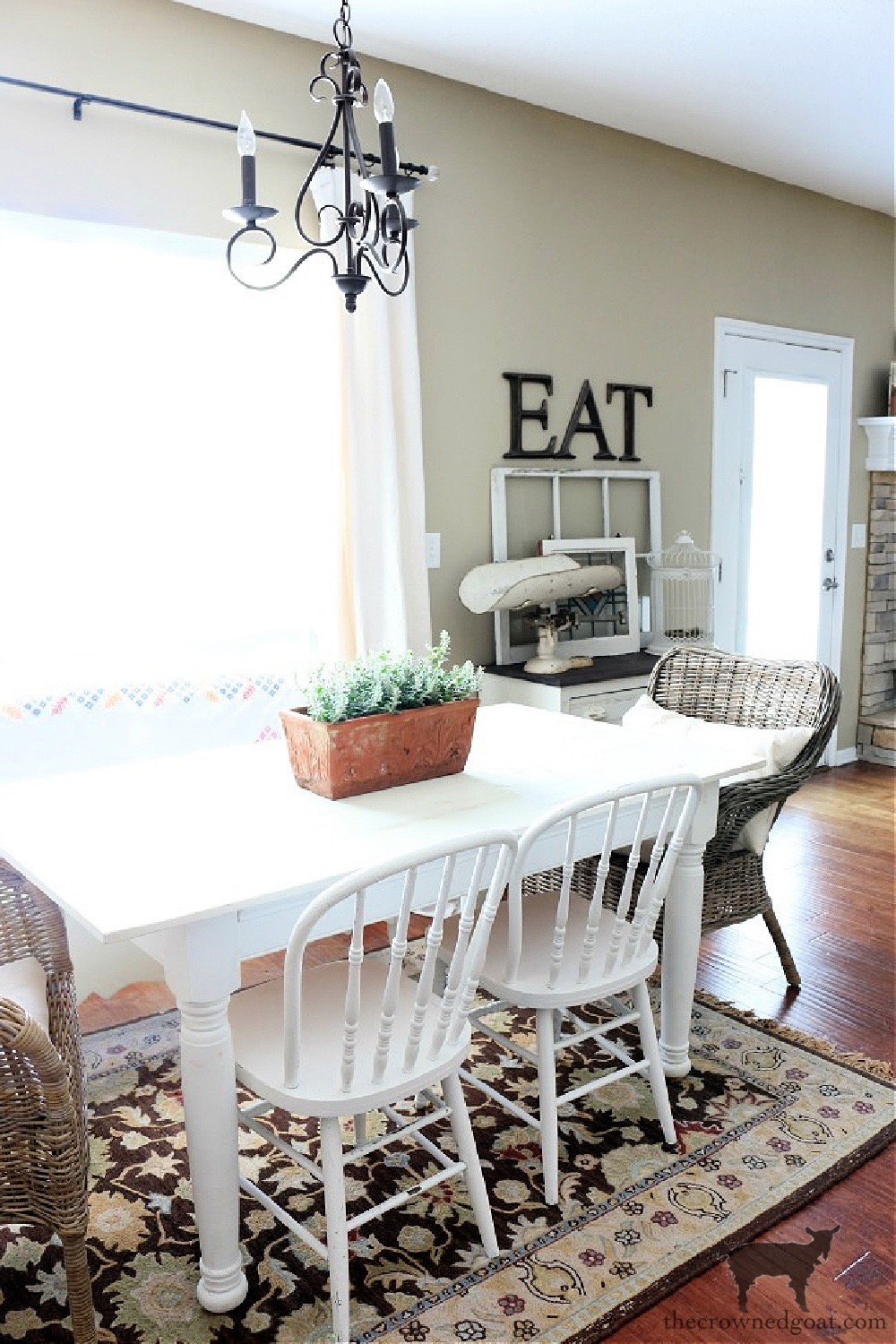 Decorating the Breakfast Area with Neutrals-The Crowned Goat
