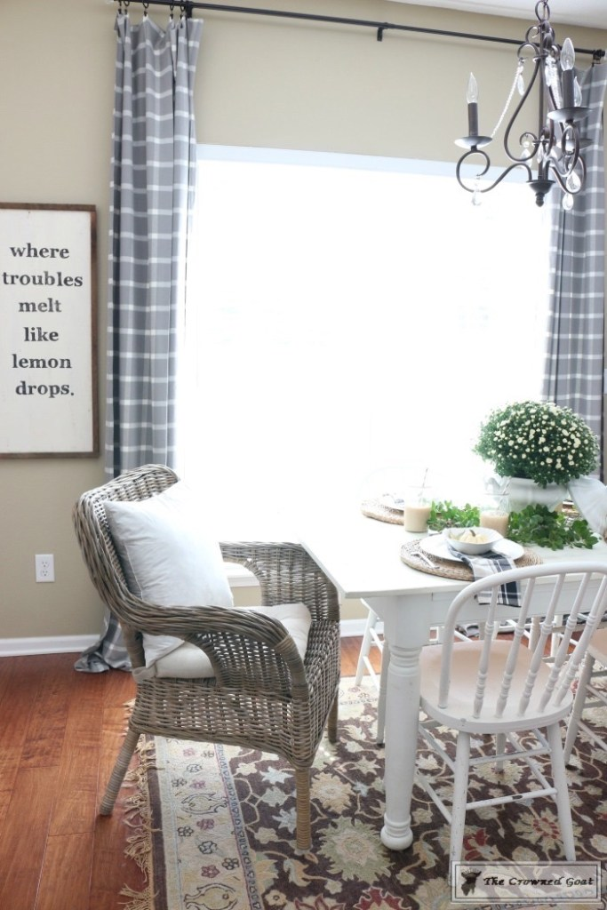fall-decorating-in-the-breakfast-nook-7