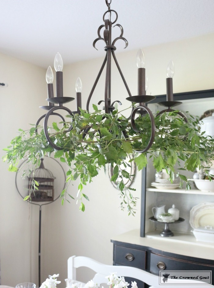 simple-holiday-chandelier-with-greenery-7