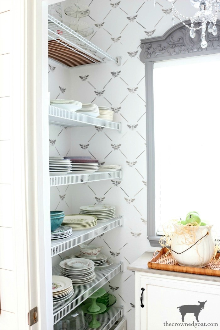 10 Tips for a More Organized Life - Organized Pantry - The Crowned Goat
