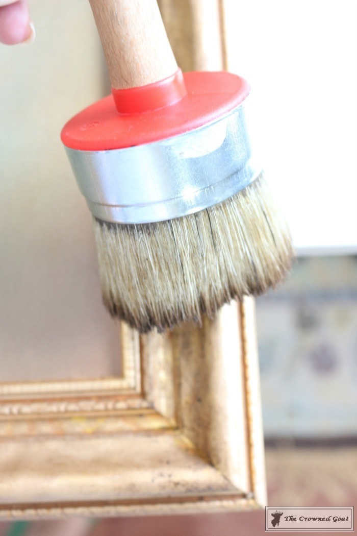 How to Antique a Gold Picture Frame