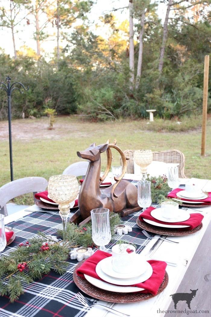 Outdoor Christmas Tablescape