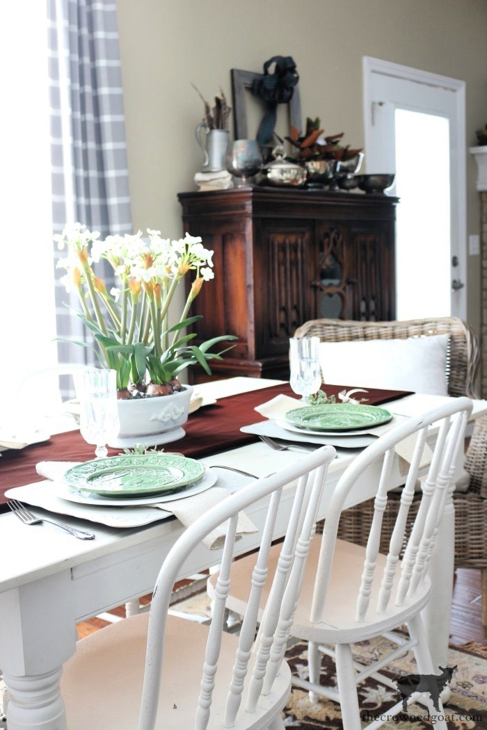 Winter Breakfast Nook Decorating Tips - The Crowned Goat