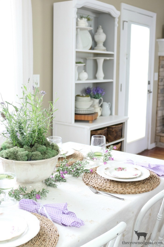 The Busy Girl's Guide to Summer Decorating: The Breakfast Nook