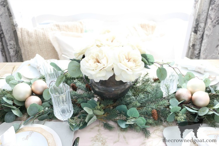 5 Christmas Tablescape Tips for the Breakfast Nook