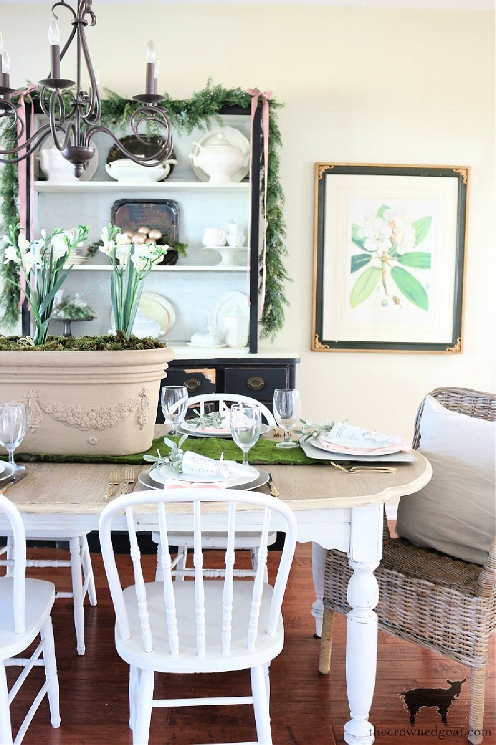 Prepare For the Holidays Now With These Simple Dining Room Tablescape Ideas-The Crowned Goat