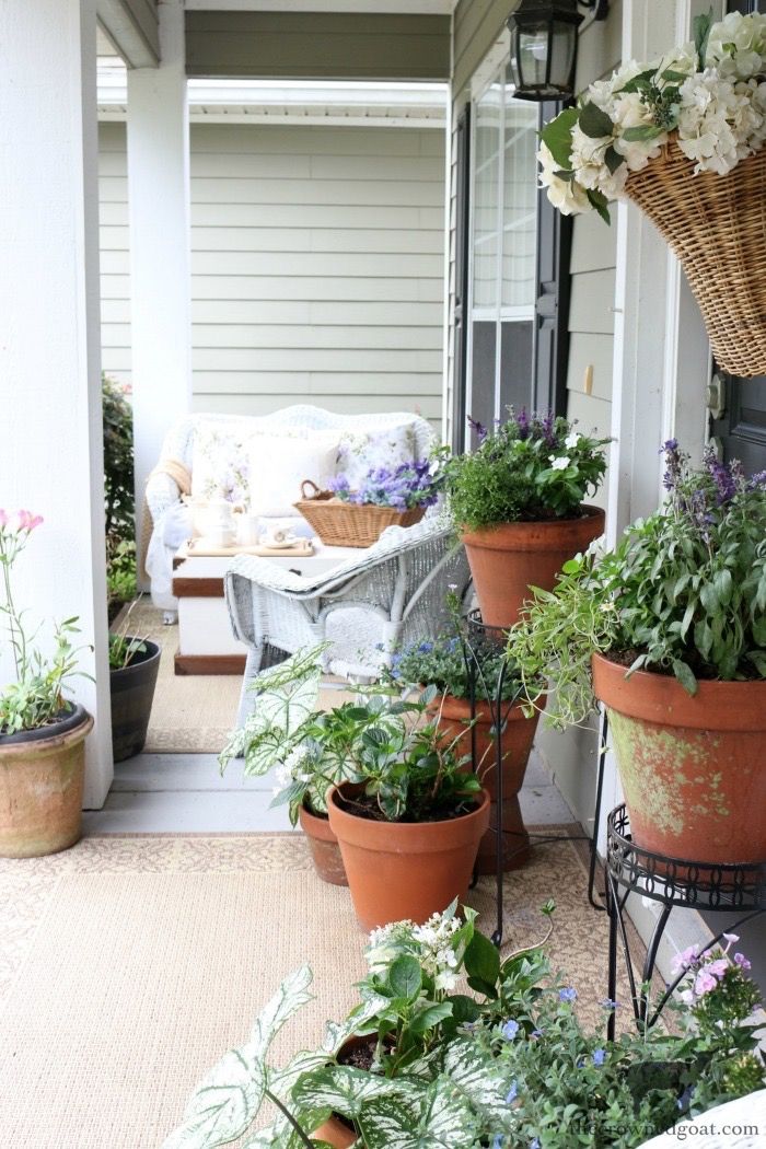 Cottage Inspired Summer Front Porch Tour - The Crowned Goat
