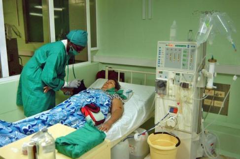 Pacientes con problemas renales reciben servicio de Hemodiálisis, en sala de Nefrología del hospital provincial Doctor Antonio Luaces Iraola, en Ciego de Ávila, Cuba, el 11 de agosto de 2014. AIN FOTO/ Osvaldo GUTIÉRREZ GÓMEZ/rrcc