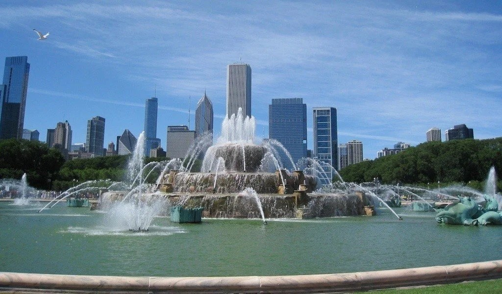 Buckingham Fountain, Chicago photo by Food Travelist