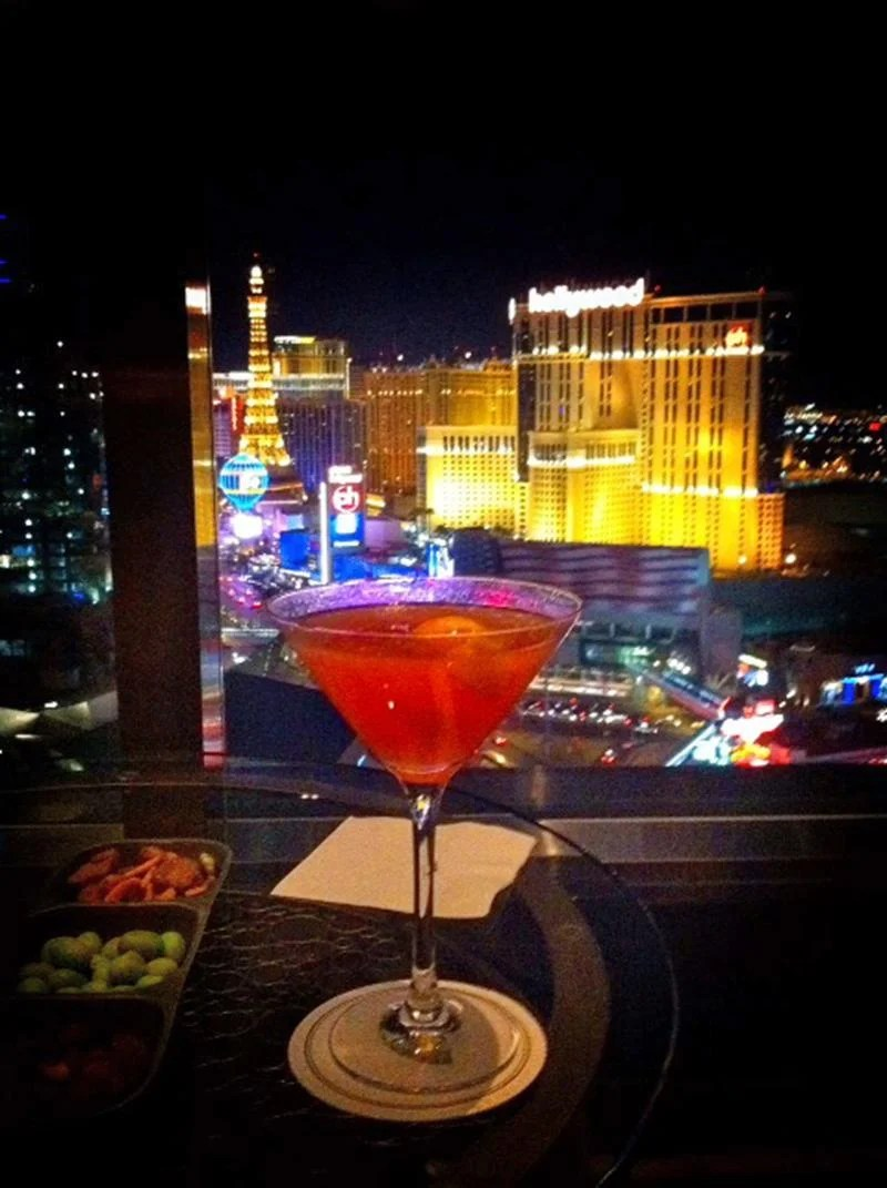 The Best Places to People Watch (and Eat & Drink) on the Las Vegas Strip | TheCulinaryTravelGuide.com
