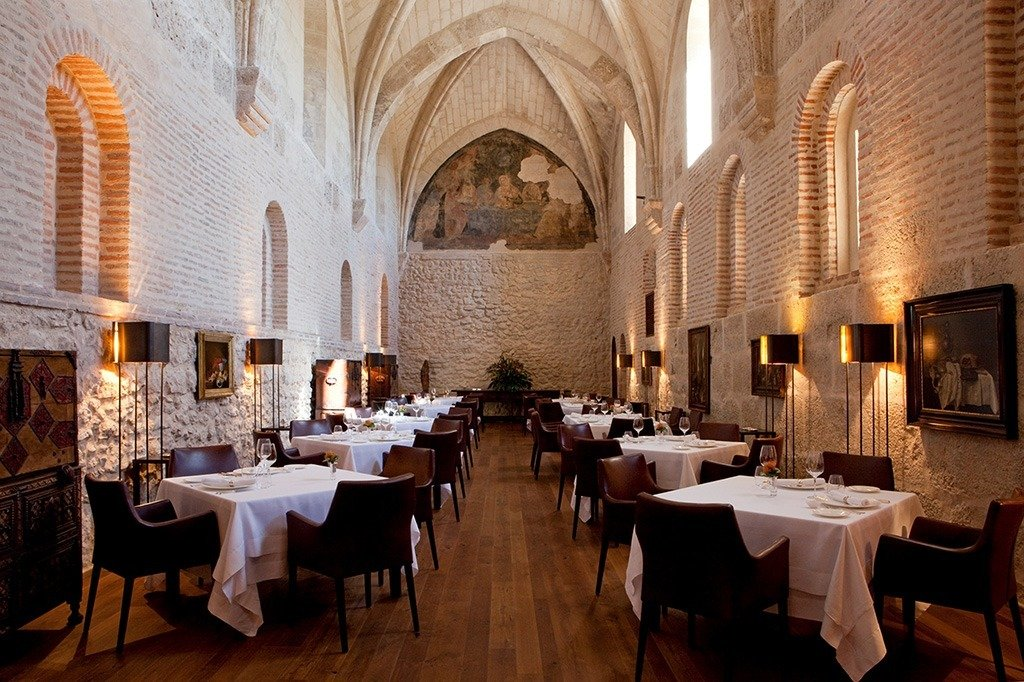 Refectorio-Restaurant-at-LeDomaine