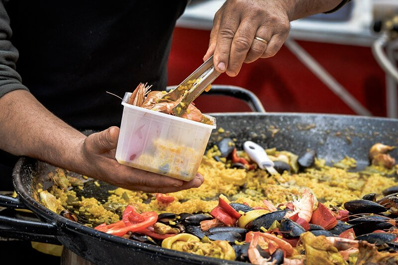 street vendor dishing up some of the best paella in barcelona