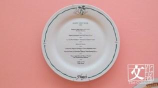 凱悅酒店餐廳聖誕餐牌,1960至1970年代廣彩餐碟,用日本白瓷胎,膠印線條手繪