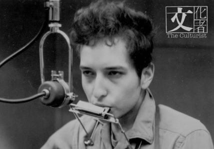Bob Dylan 除了結他、寫歌了得,也吹得一口好口琴。
