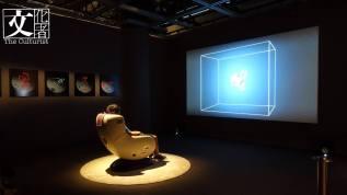 「腦工場」是法國藝術家Maurice Benayoun 德國藝術家Tobias Klein 透過人腦電腦互動的藝術裝置,嘗試將觀眾的感覺和想法轉化成實物。