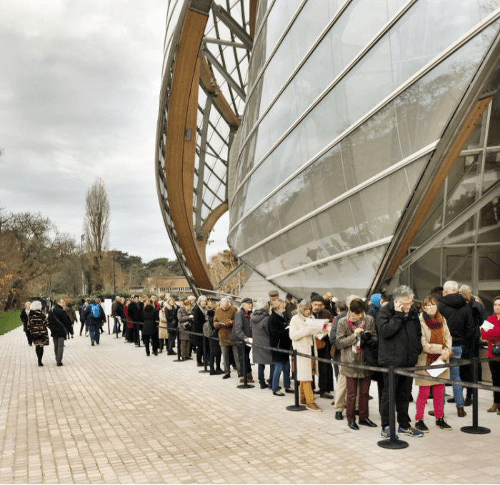 Long line at the Louis Vuitton Foundation