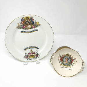 a plate and a bowl with images of Queen Elizabeth II