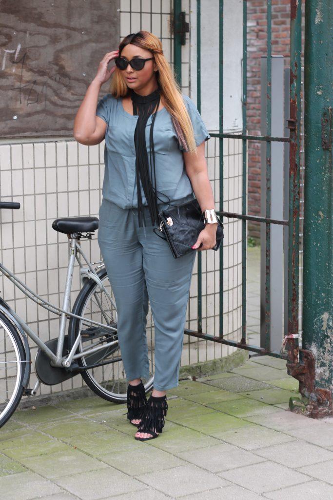 curvy fashiin blogger