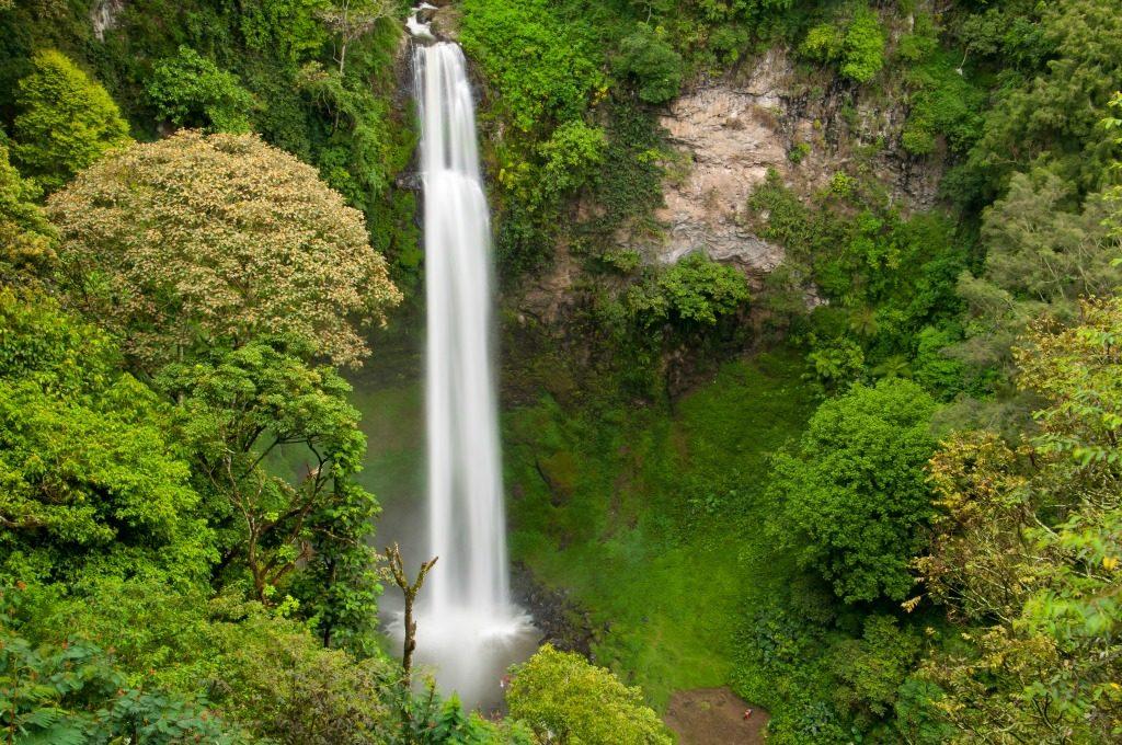 waterfalls iin Bandung www.thedailyadventuresofme.com