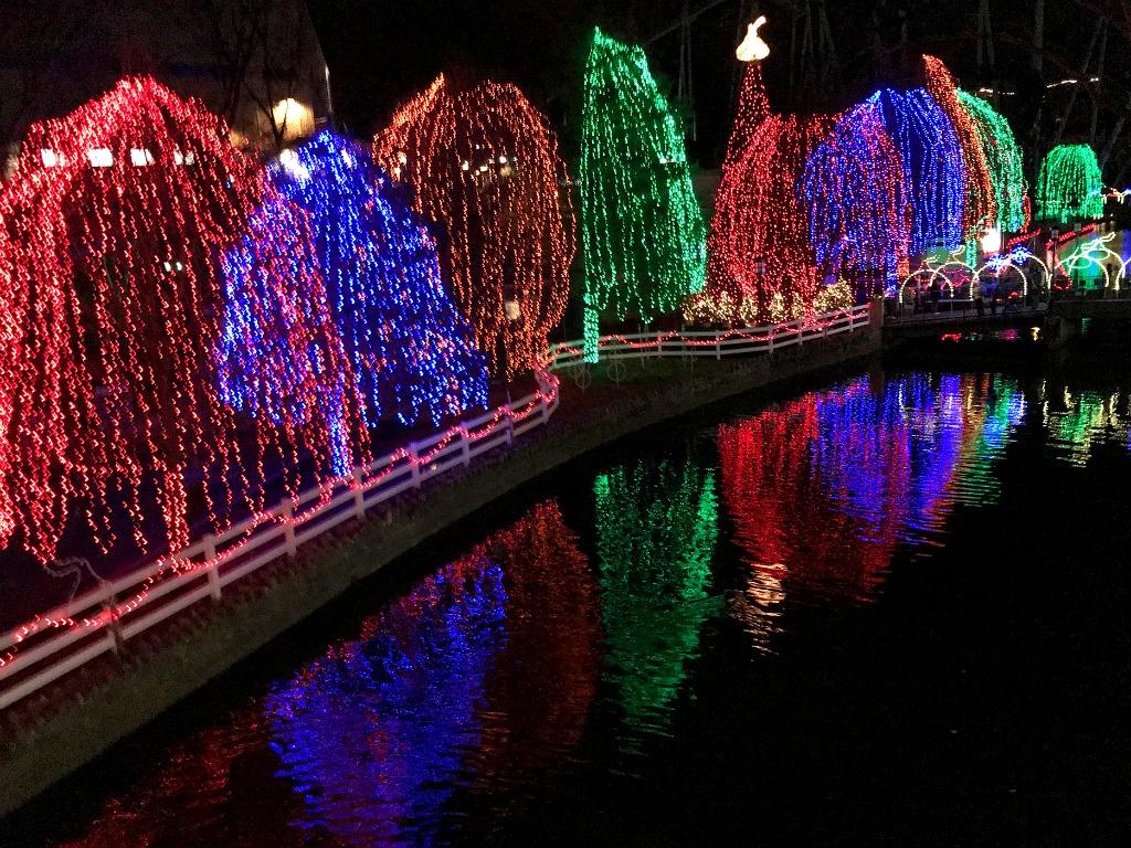 Hershey Park at the holidays. www.thedailyadventuresofme.com