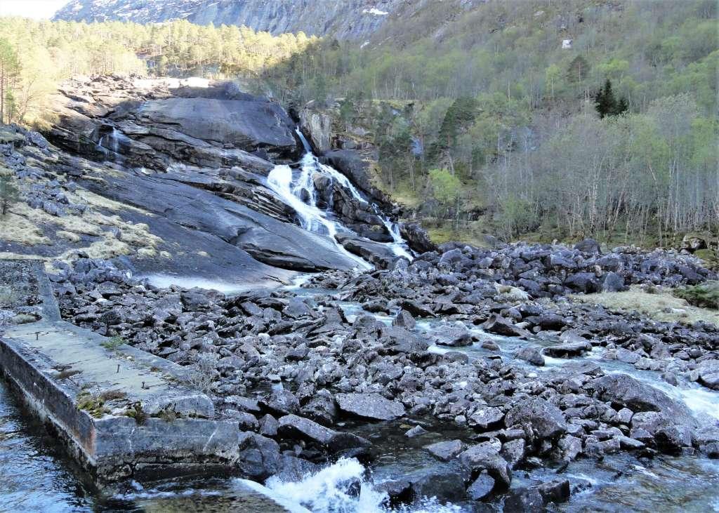 Hike to Norway's Waterfalls How to hike to Norway's Husedalen Valley. www.thedailyadventuresofme.com