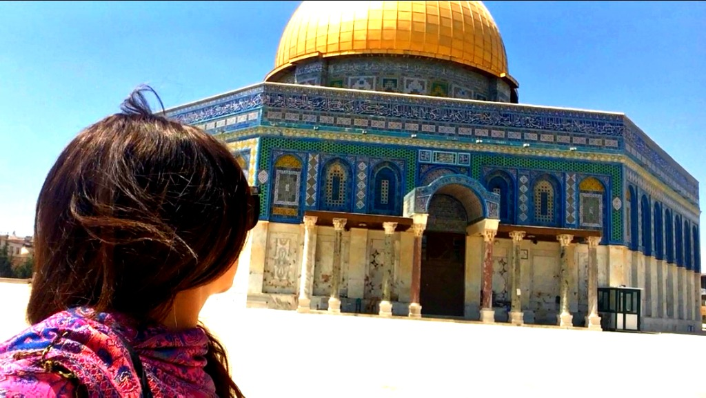 Traveliing alone in Israel as a woman. thedailyadventuresofme.com