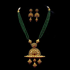 6 Gold Jewellery pieces from Kalyan Jewellers to accompany that perfect Karva Chauth Sargi