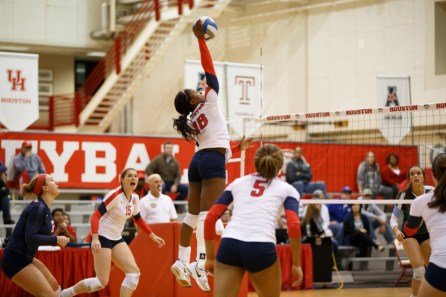 Junior setter Destiny Patterson helped keep the Cougars' comeback rolling Wednesday night, hitting for .500 in the win. | Justin Tijerina/The Cougar
