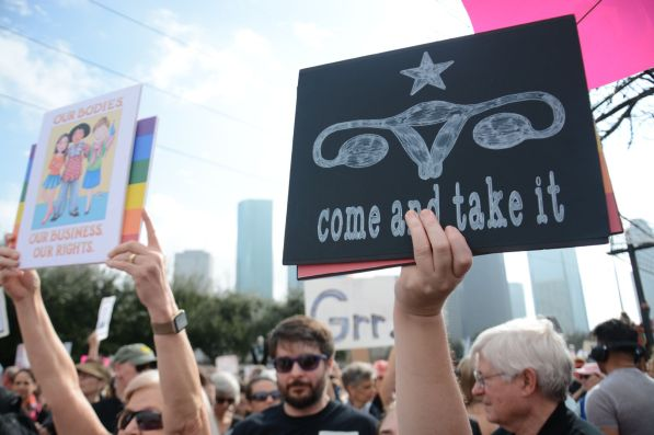An estimated 22,000 people took to the streets in Houston to protest Donald Trump's policies a day after his inauguration. | Jasmine Davis/The Cougar