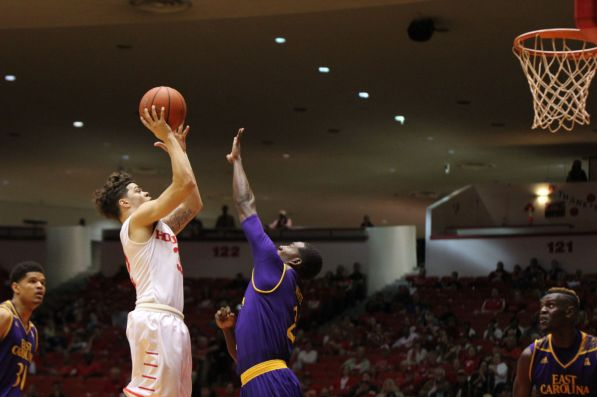 Redshirt junior Rob Gray led the Cougars in points with 24 and added 2 offensive rebounds and 2 defensive rebounds. | Thomas Dwyer/The Daily Cougar
